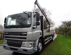 DAF CF75.310 26 T FLAT BED WITH ATLAS 135.2e